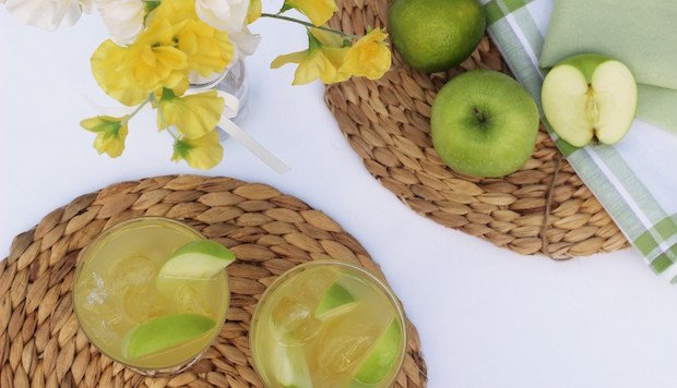 Apple-Elderflower-Cocktail-Gin-Recipe-e1461080132815.jpg