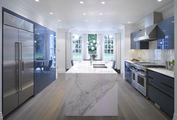 Roundhouse Urbo high gloss lacquer bespoke kitchen in Farrow & Ball Stiffkey Blue.jpg