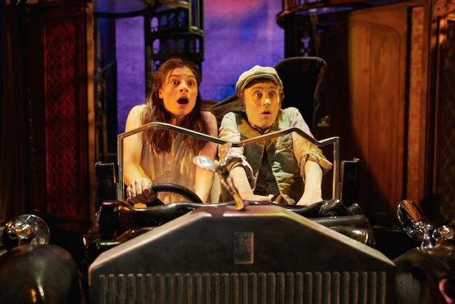 awful-auntie-new-victoria-theatre-woking.jpg