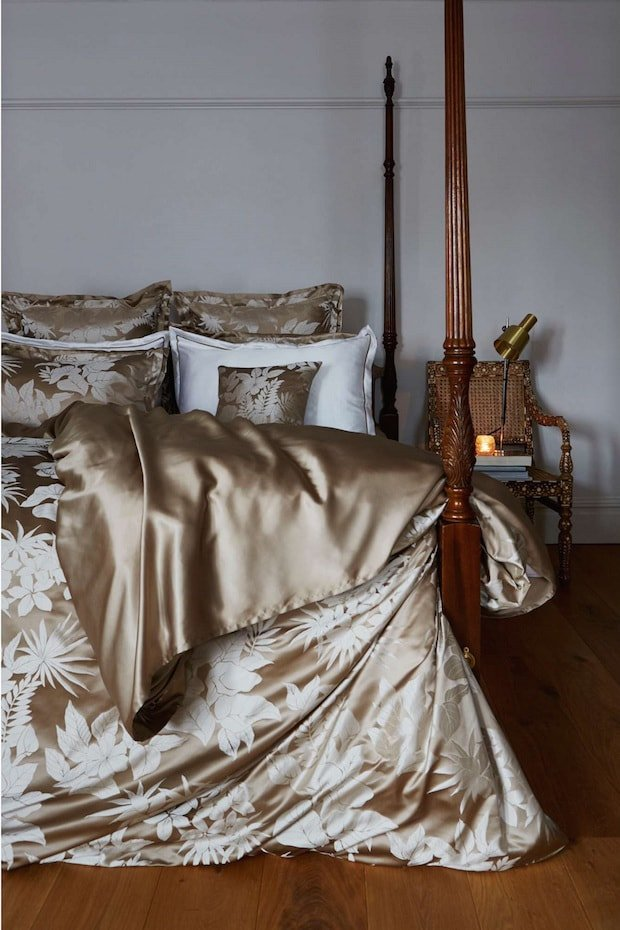 silk-bed-linen-tropical-sand-royal-wedding-min.jpg