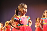 stagecoach-close-up-girl-singing-summer-holiday-camp-dorking.jpg