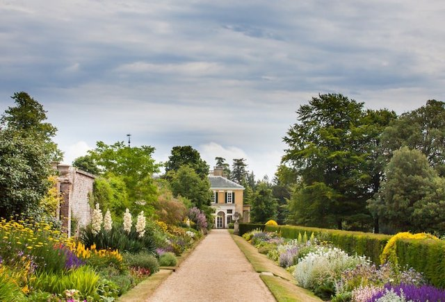 Polesden Lacey view of herbaceous borders ©National Trust Images, John Howlett copy-min.jpg