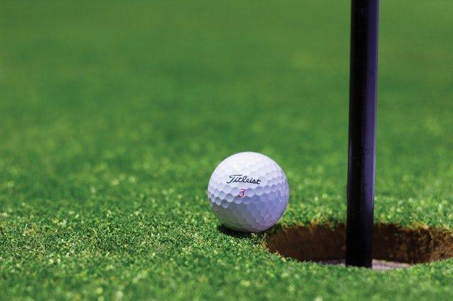generic-golf-shot-surrey-best-golf-course-feature.jpeg