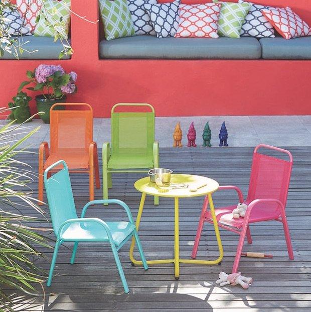 kids-chairs-garden.jpg