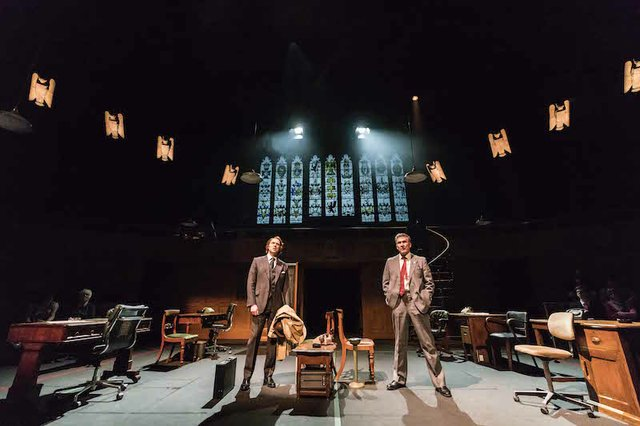 Matthew Pidgeon and James Gaddas_This House_credit Johan Persson.jpg