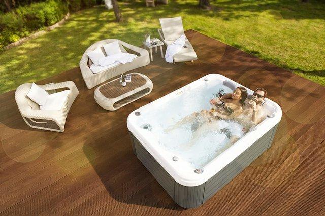 wellis-hot-tub-image-min.jpeg