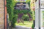 the_running_horse_leatherhead-pub-beer-garden.jpg