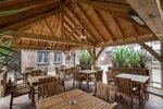 The-Red-Lion-pub-beer-garden-Egham-min.jpg