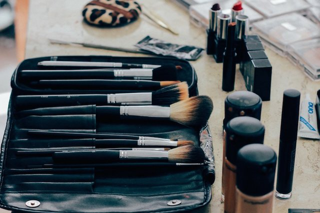 make-up-1209798_1280.jpg