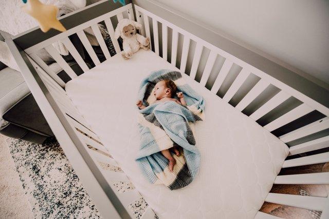 baby-bed-bedroom-971435.jpg