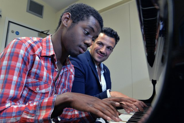 Peter Andre visits Surrey music therapy charity