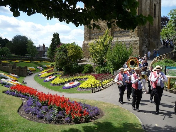 Castle Grounds band and visitors[1].jpg