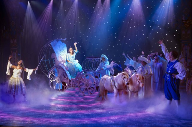 YAT Cinderella Carriage and Ponies CREDIT Simon Annand.jpg