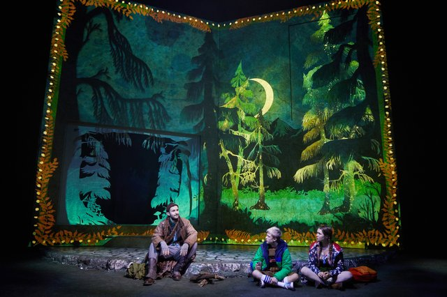 Hansel-and-Gretel-at-the-Rose-Theatre-(Green-Team).-Photo-by-Mark-Douet-_50A0427.jpg