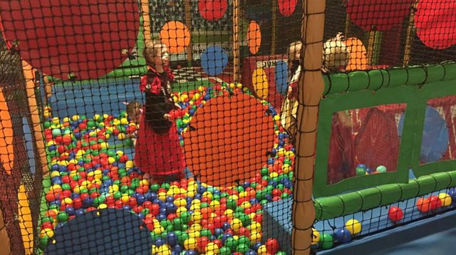 32802-crazy-tots-soft-play-leatherhead-01.jpg