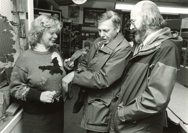 David Attenborough Nower Wood 1985.jpg