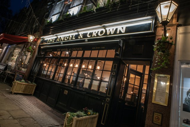 the-angel-crown-london-pub.jpg
