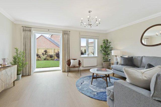 Plot-20-Acacia-Gardens-Wrecclesham-Hill-Farnham-GU10-4JX-15-800x534.jpg