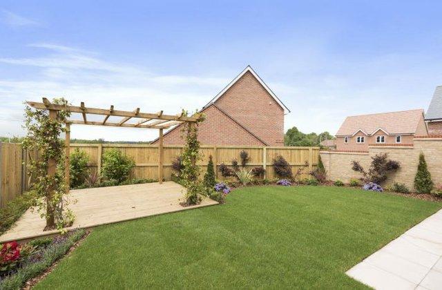 Plot-20-Acacia-Gardens-Wrecclesham-Hill-Farnham-GU10-4JX-54-700x460.jpg