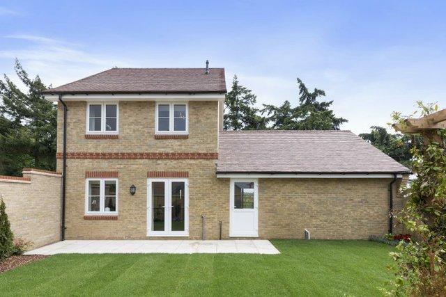 Plot-20-Acacia-Gardens-Wrecclesham-Hill-Farnham-GU10-4JX-56-800x534.jpg