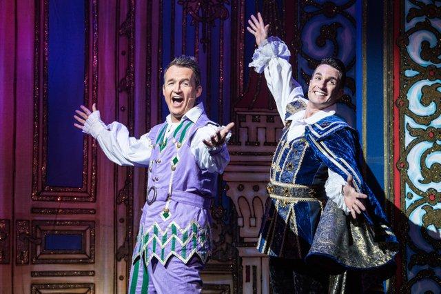 l-r Jon Clegg (Muddles) & James Darch (Prince Harry). Photo Credit Craig Sugden.jpg