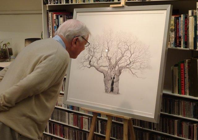 DA inspects Mark Frith's Royal Oak, photo by Richard Gray.jpg