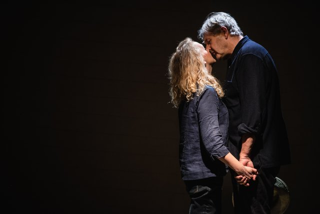 Rebecca Johnson and Robert Bathurst, Love, Loss & Chianti (credit Alex Harvey-Brown) (4).jpg