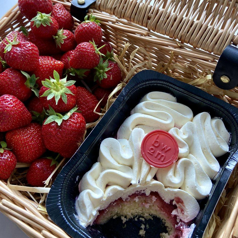 © BWoM At Home English Strawberry Madeleine.jpg