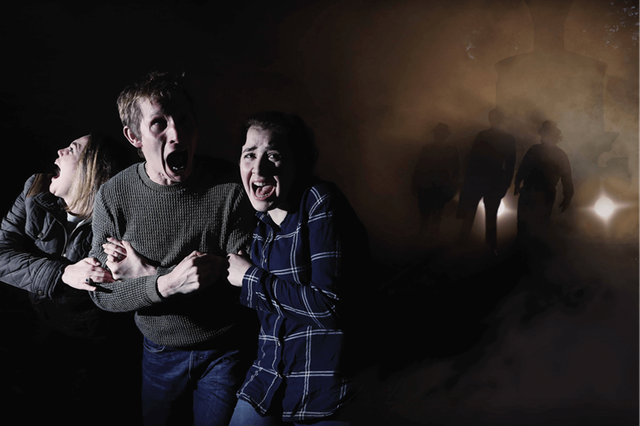 platform-15-halloween-scaremaze-guests-screaming.png