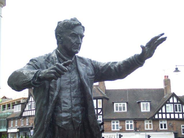 ralph vaughan williams dorking statue.jpg