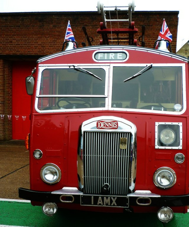 godalming old fire station - old fire engine.jpg