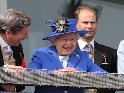 The queen on balcony online pic.jpeg