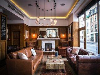 London House lounge 1 copyweb.jpeg