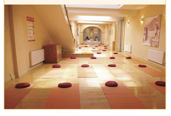 Sivananda Yoga, Putney