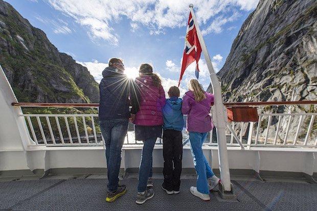 Young_explores_Hurtigruten_Foto_ùrjan_Bertelsen_141[1].jpg