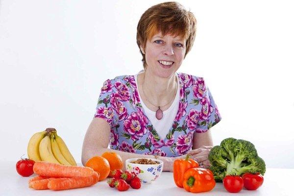 A Leonie Wright with fruit LW022.jpg