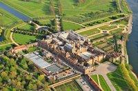 Hampton court palace 23.jpg